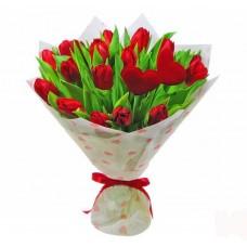 19 красных тюльпанов